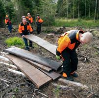 Ungdomarna i Gislaved tillverkar själv sitt byggmaterial med sågverket Big Mill Basic.