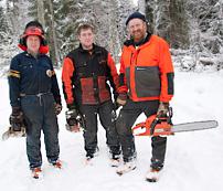 Julhelgen blev en släktträff i skogen för familjen Genitz. Fr v Kjell, Per och Ulf.