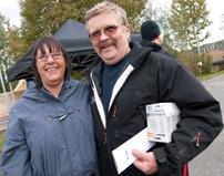 – Kvinnor är minst lika bra på att såga och hyvla, säger Gunilla Österberg och maken Lennart instämmer.