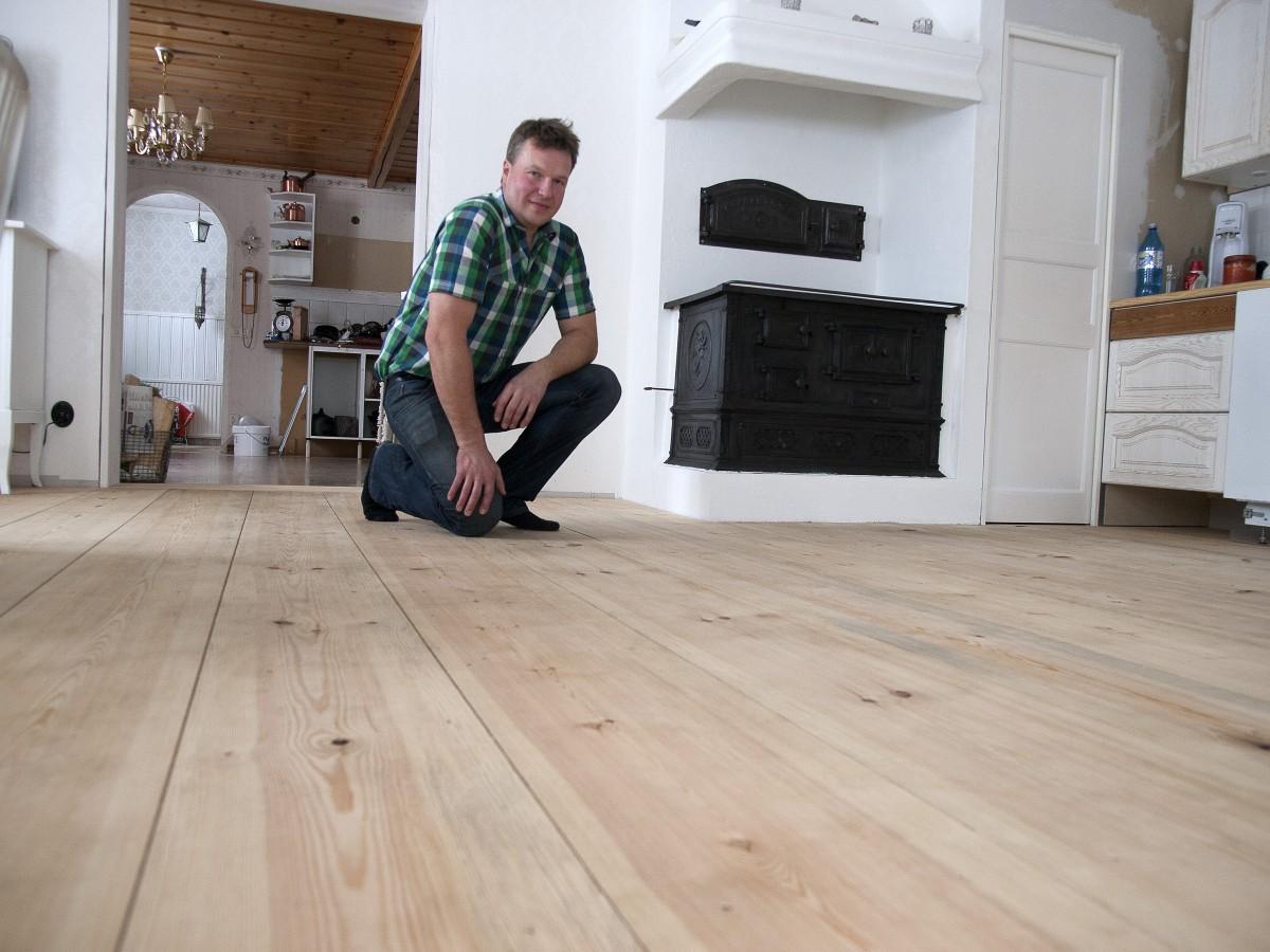 SÃ¥gade och hyvlade sitt drömgolv - NysÃ¥gat : trägolv plank : Inredning