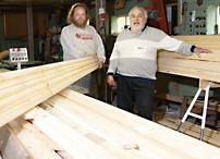 Jan-Erik och Tonny Kristiansson skapade ett arbetstillfälle i Bergvik med träkunnande och två hyvelmaskiner från Logosol, en PH260 och en SH230. Byggsågen ställde de undan.