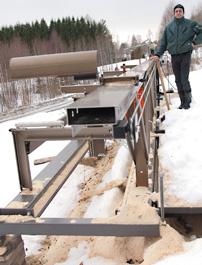 Spikrakt och varenda vinkel injusterad på hundradelen. Mats Kristoffersson har byggt en flyttbar stålram för sin Solosåg. Resultatet blir extrem precision oavsett vad eller var han sågar.