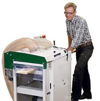 Mattias Byström visar nya hyvelmaskinen SH410, en storebror till populära Solohyveln som lanserades för 10 år sedan.SH410 lanseras under oktober.